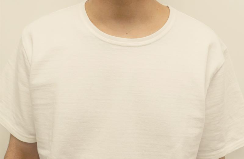 正装白TMサイズ男性着用アップ1