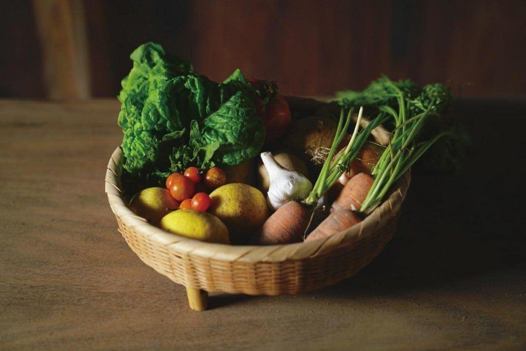 酒井さんこだわりの、島で生まれ育った野菜たち