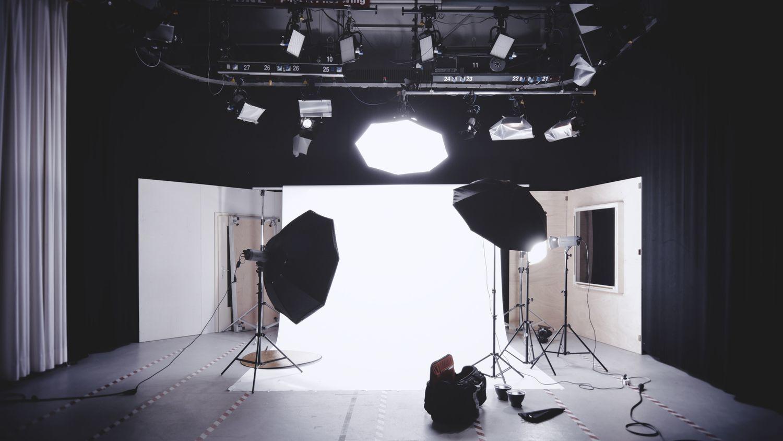 スタジオ撮影でストロボとディフューザーを併用しているところ