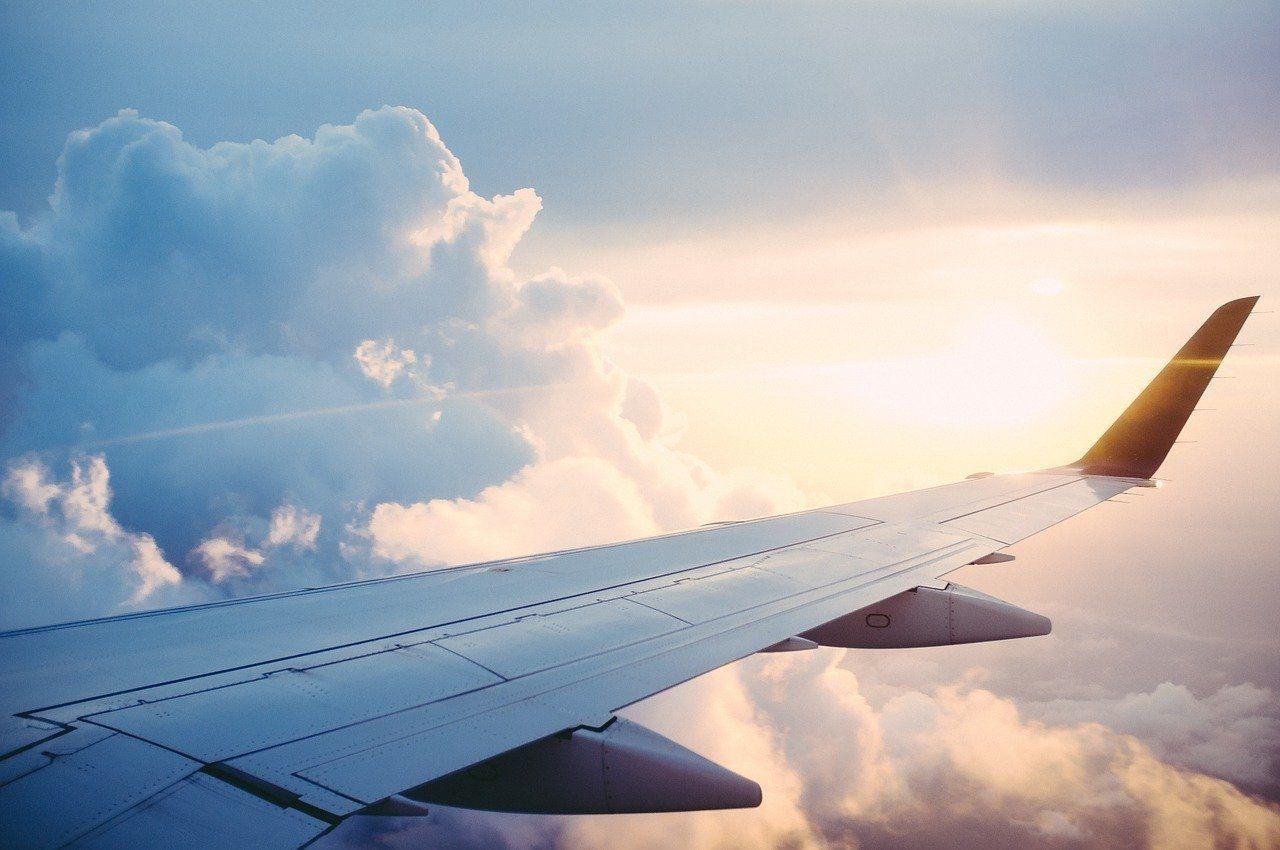 雲上の飛行機