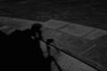 [夜][白黒]考える影