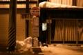 [夜]雪が落ちるバスストップ