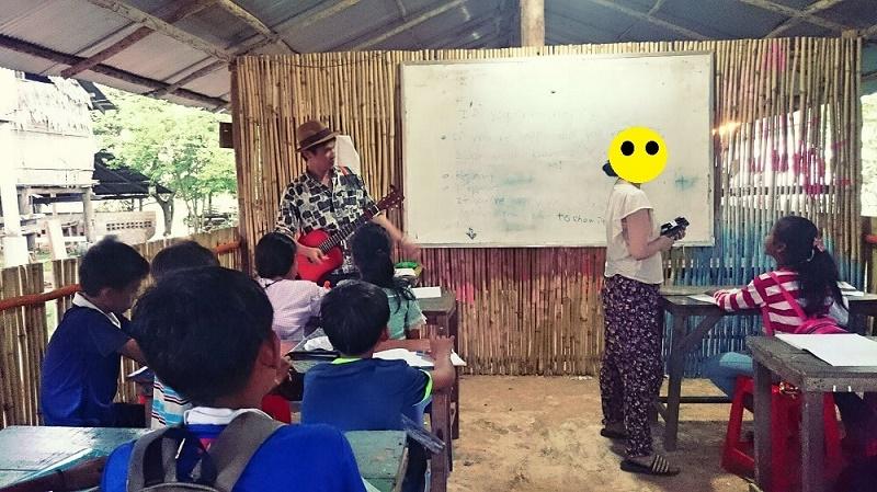 カンボジアの学校にて