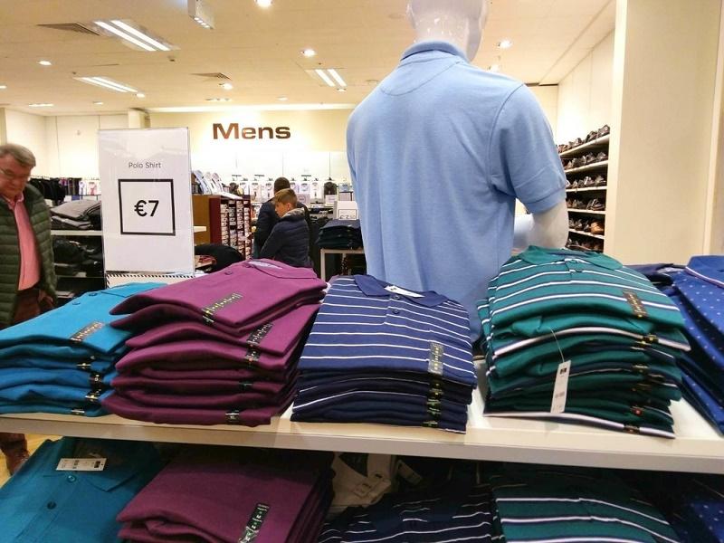 ゴールウェイで売られているポロシャツ