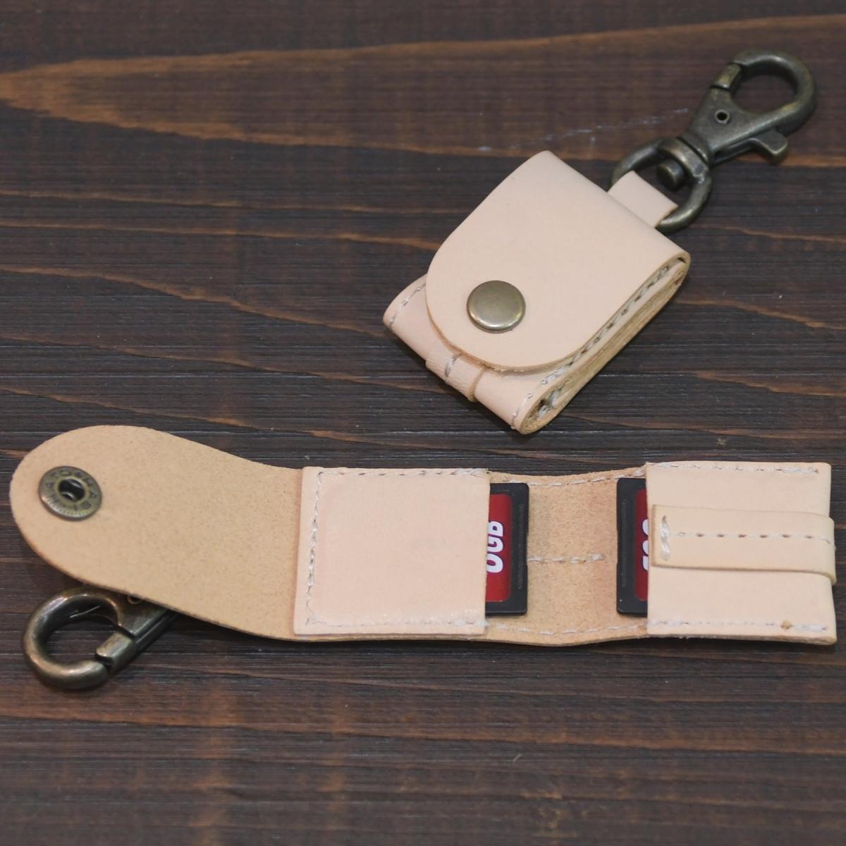 カメラストラップに掛けるヌメ革SDカードケースのオーダーメイド。