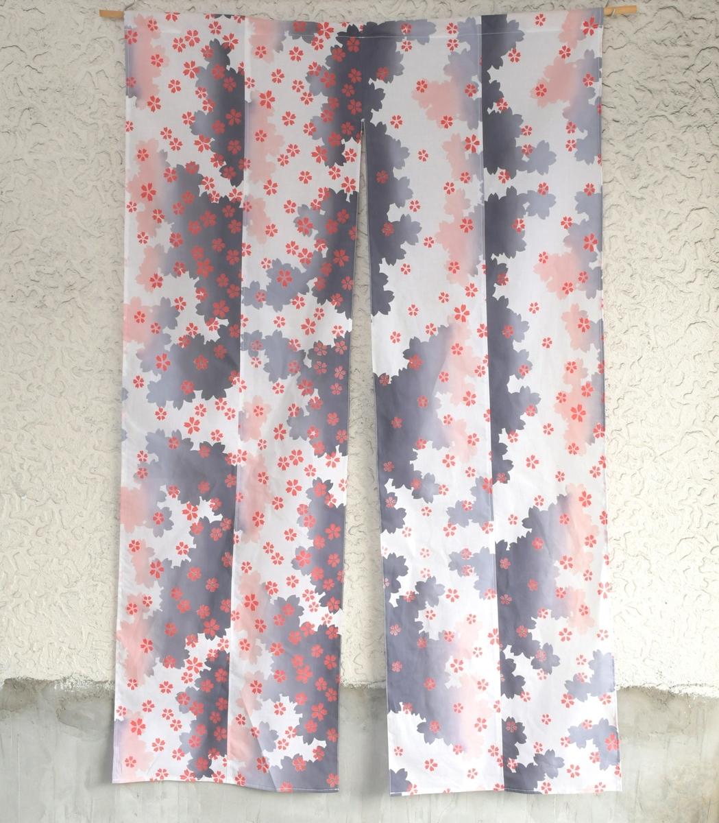 桜柄のアンティーク着物で暖簾をオーダー製作。