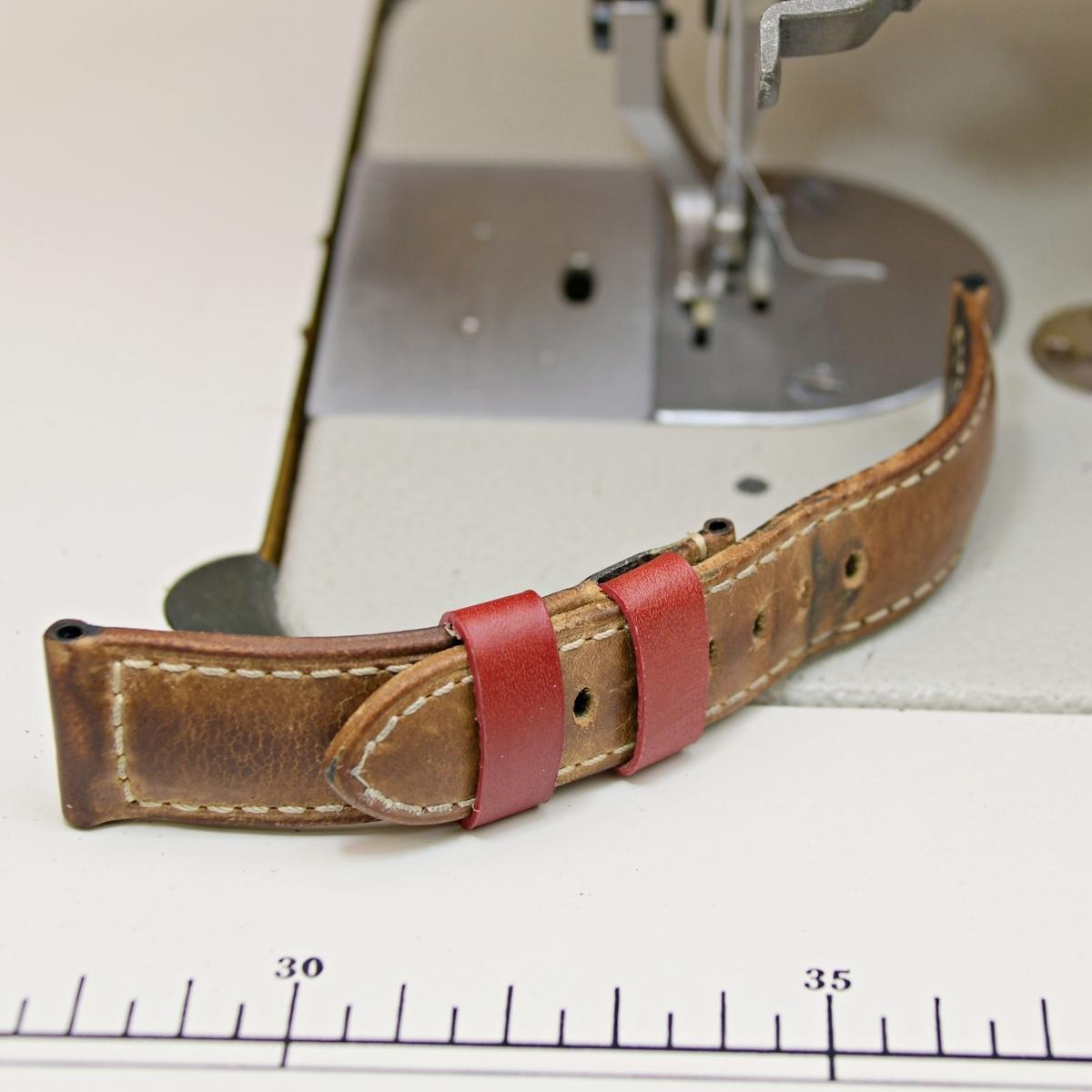 使い込んだパネライのオフィシャル時計ベルトを修理依頼。