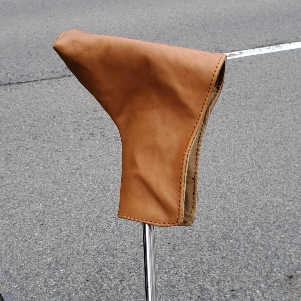ゴルフクラブのパターカバーをヌメ革でオーダーメイド