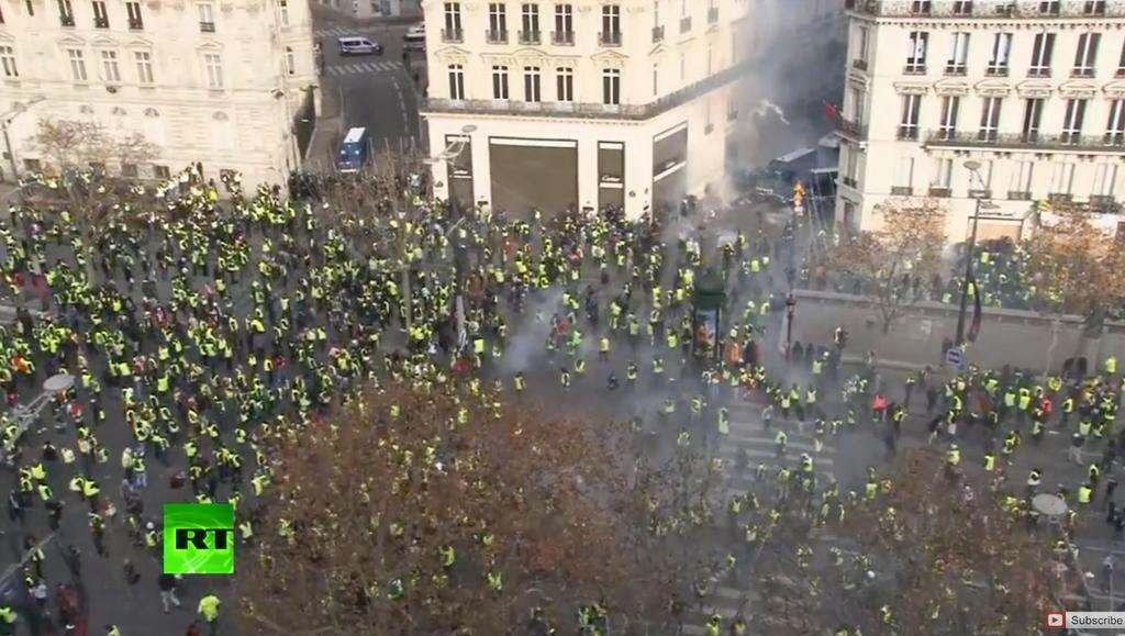 パリ シャンゼリゼ 黄色ベスト