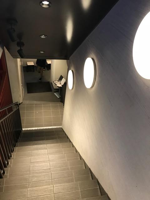 カフェセジュール下北沢店階段