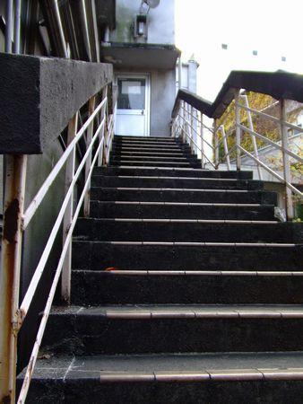 旧赤坂小学校にて - 古い階段