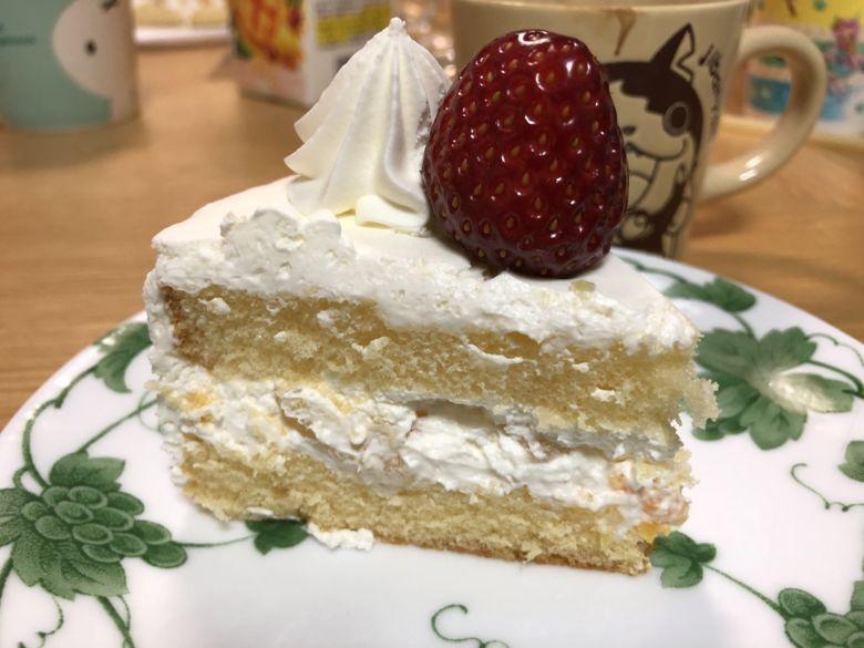 いちごの乗ったケーキ