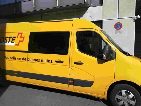 スイスポストの黄色い配達車