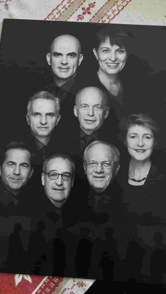 スイスの閣僚の絵葉書。白黒で8人の顔が写っている。