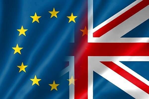 欧州連合の旗が画面の左半分とイギリス国旗が右側に半分ずつになっている。