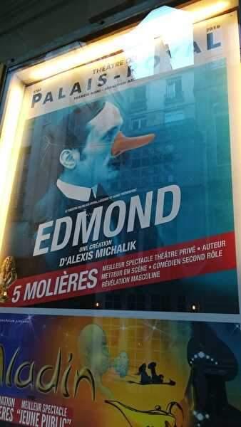 エドモンドのポスター。付け鼻をつけた男の横顔が青い背景に浮き上がっている。