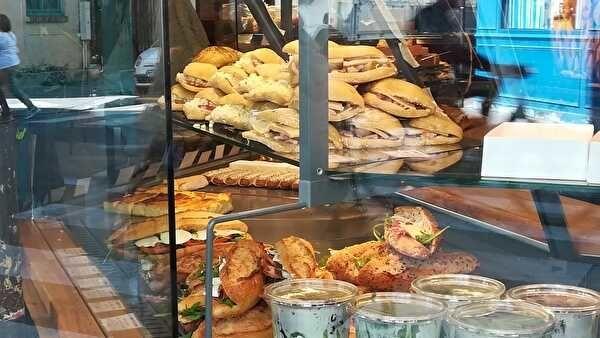 サンドイッチもいろいろな種類がある。