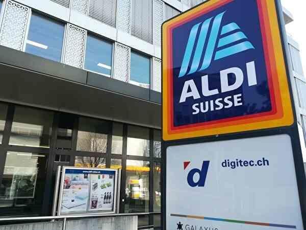 ディスカウントスーパー、アルディの看板と店舗。