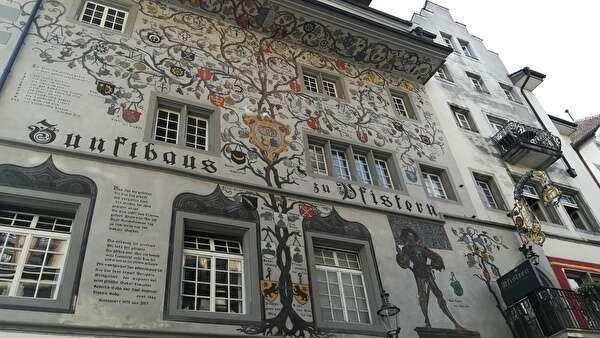 壁画が美しい建物
