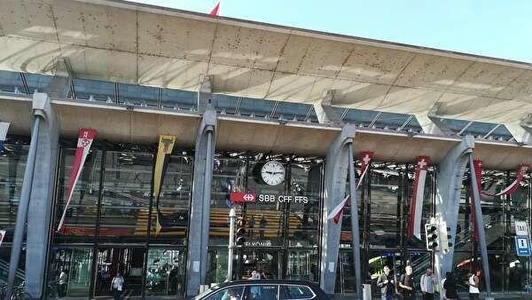現代的なデザインのルツェルン駅