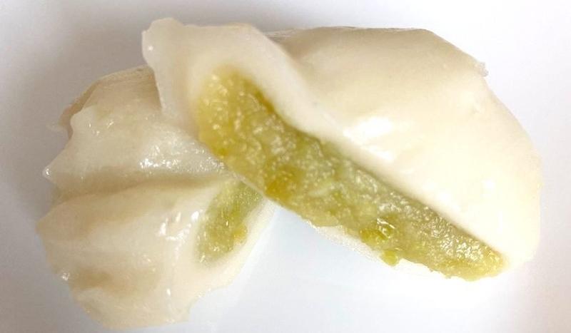 かめや米納津店で購入した笹団子の断面を撮影した写真