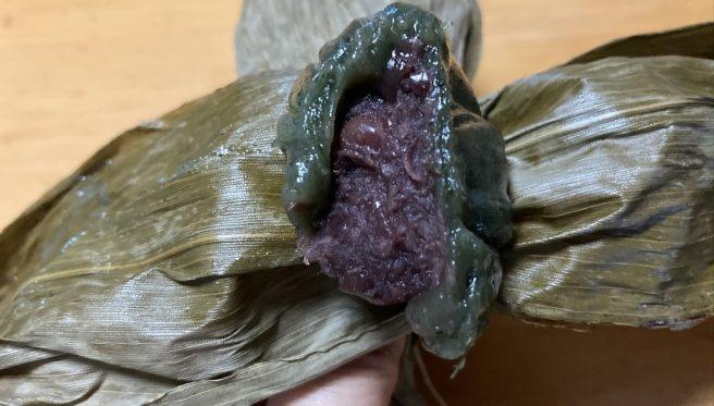 笹福で購入した笹団子の断面を撮影した写真