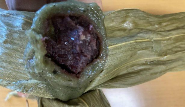 寿津屋菓子店で購入した笹団子の断面を撮影した写真
