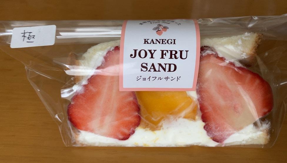 カネギフルーツの晴果いちごと宮崎マンゴーのフルーツサンド