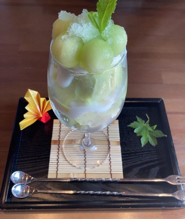 和食カフェえんの季節限定のメロンパフェ