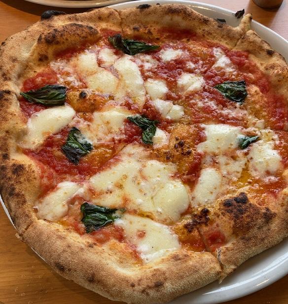 ロルノのマルゲリータピザ