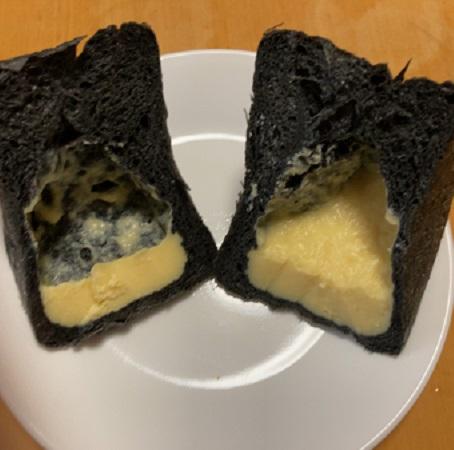 アルモニエのパン「竹炭キューブ」の断面