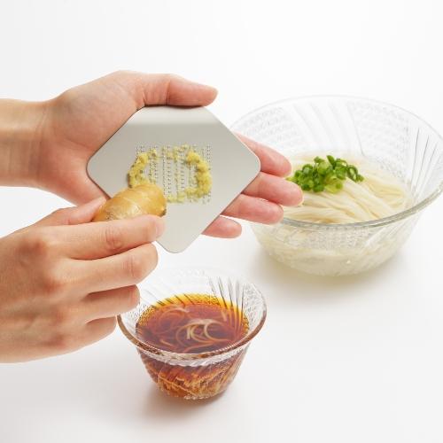 燕三条産おすすめの金物「ツボエのひとひらのおろし金 irogami」