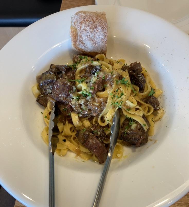 FOOD&FLOWER Fun!の牛肉の赤ワイン煮込みのラグ―パスタ