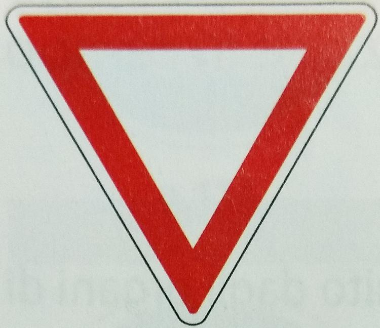 イタリアの一時停止標識イメージ画像