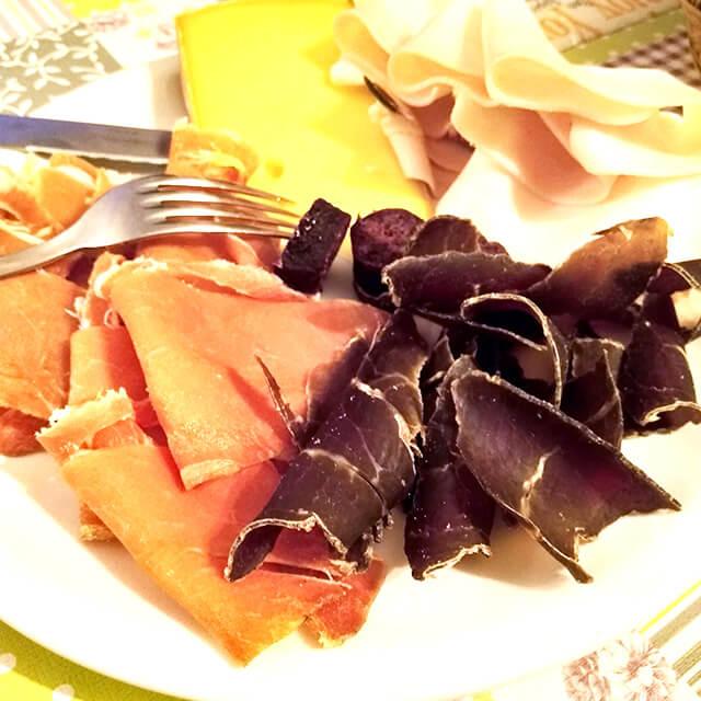 ハム、サラミ、ラード、チーズ(Fontina)の盛り合わせイメージ画像