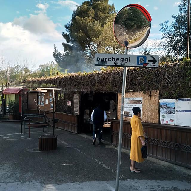 サトゥルニア温泉・ムラーノの滝近くのバール、イメージ画像