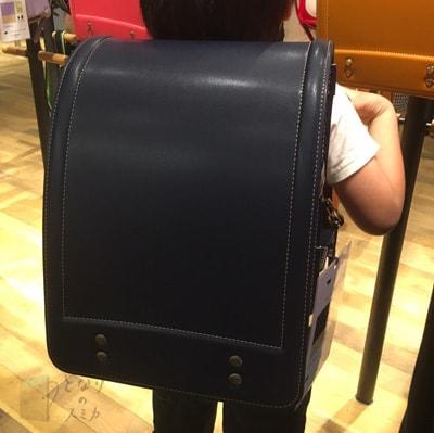 着用写真:土屋鞄「牛革/ディープブルー」