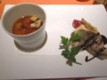 森のキノコの洋風茶碗蒸しに注いだコンソメスープ
