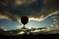 京都新聞写真コンテスト 琵琶湖に浮かぶ熱気球