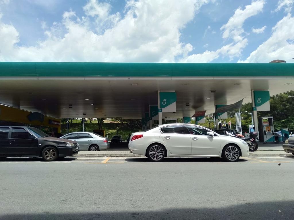 ガソリンスタンドの写真