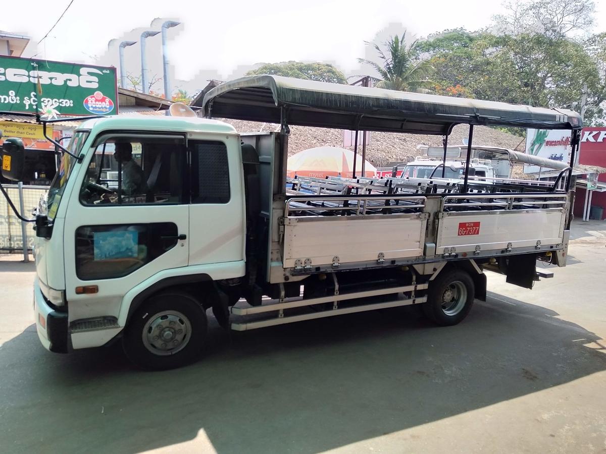 トラックの写真
