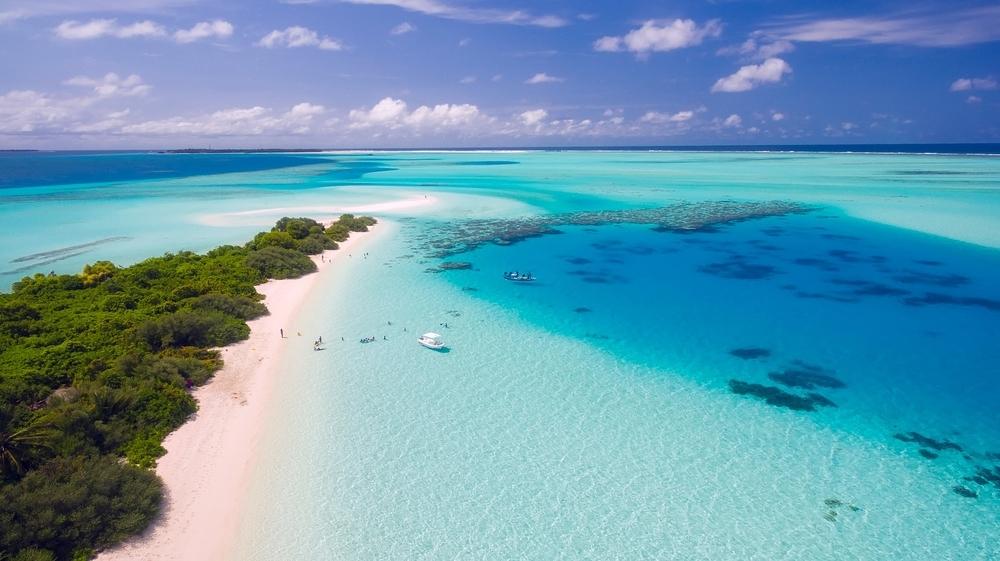南国 モルディブ リゾート 海 砂浜 俯瞰