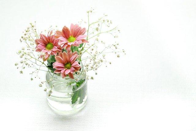 カラフルな切り花で飾ろう