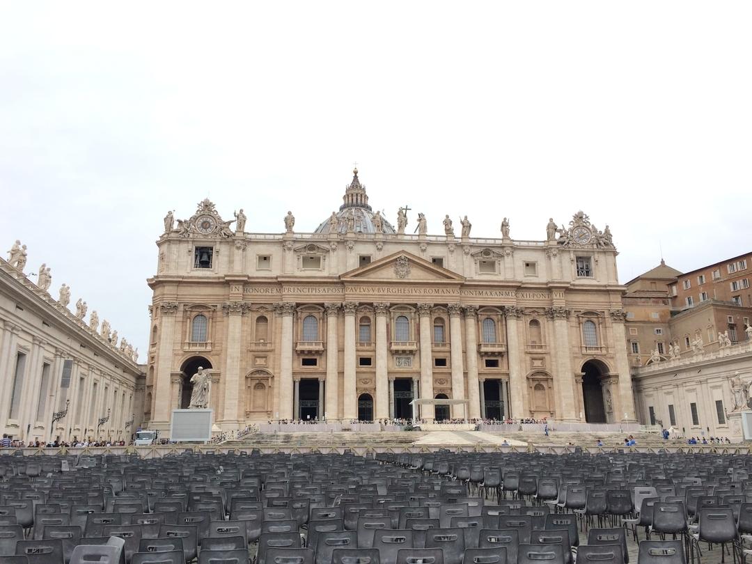 サン・ピエトロ大聖堂とヴァチカン美術館[イタリア]