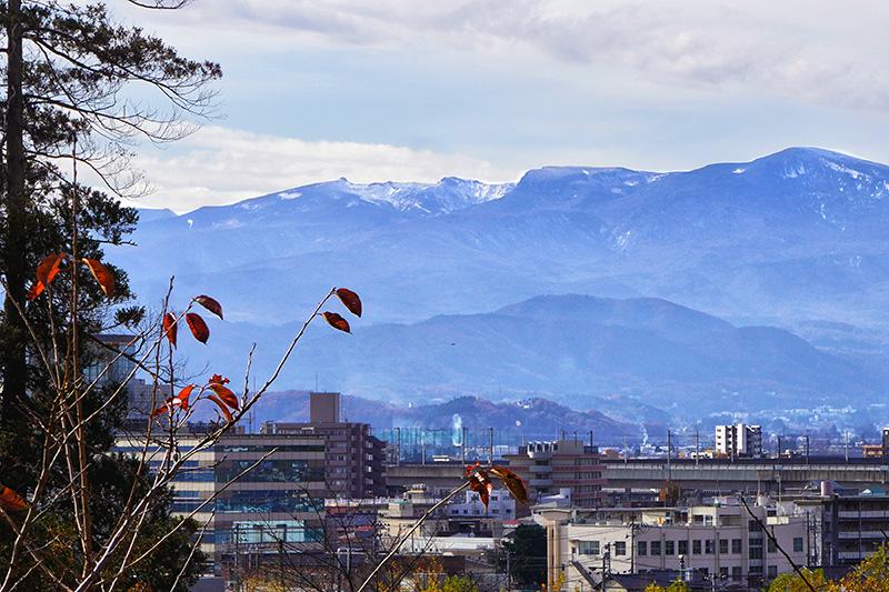 信夫山公園から安達太良山