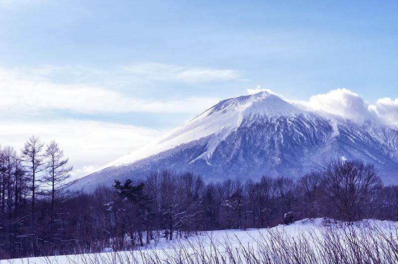 八幡平市から見た岩手山