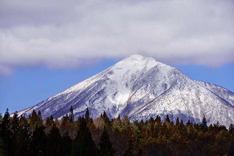 猪苗代湖畔から会津磐梯山