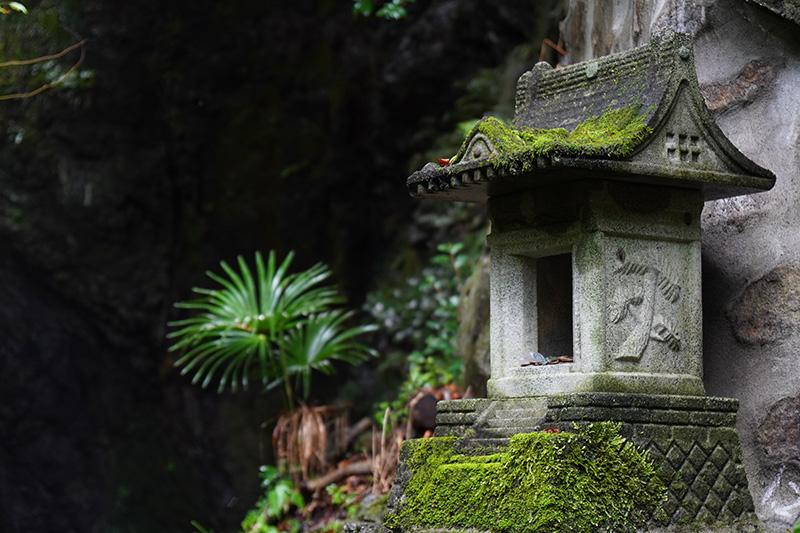 双龍の滝を祀る小さな祠