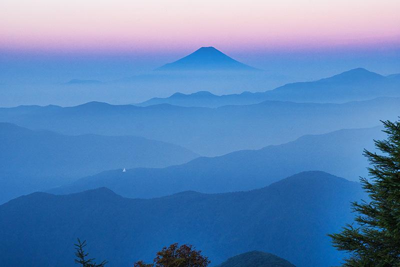 ブルーアワーの富士山