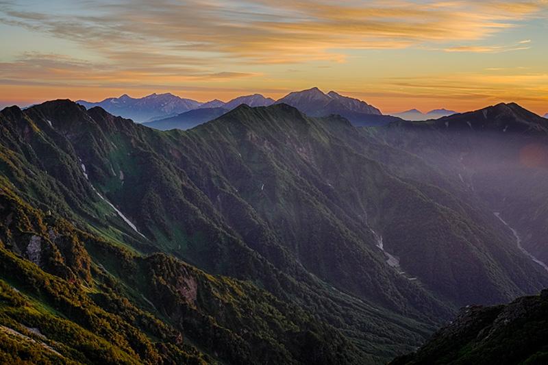 夜明け前の鹿島槍〜白馬岳